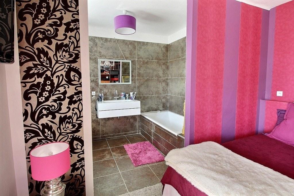 vente grand t3 t4 refait neuf vue mer. Black Bedroom Furniture Sets. Home Design Ideas